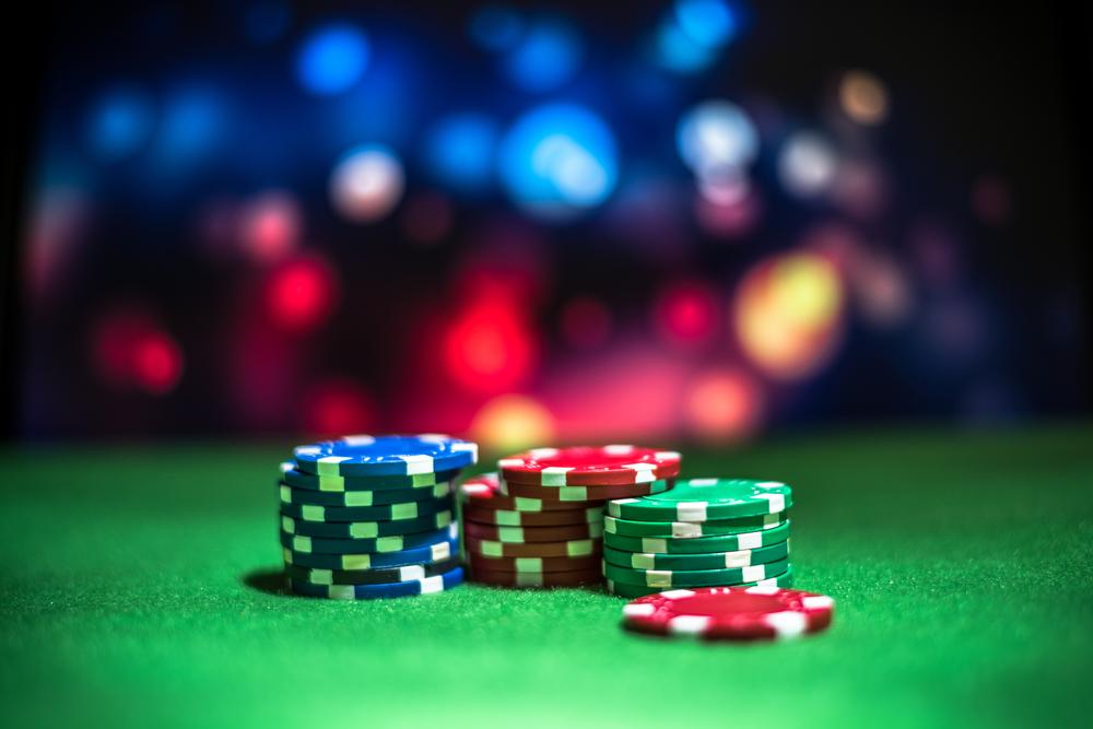 Roulette wird mit Spielchips gespielt.